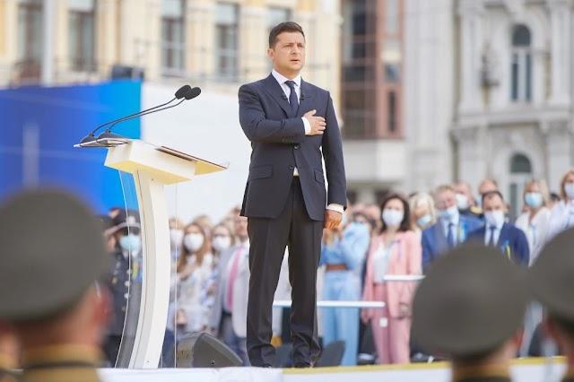 Зеленський закликав не змагатися в тому, хто більше і правильніше любить Україну