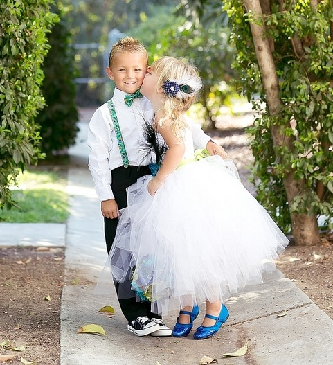 feather+wedding+theme+inspiration+blue+teal+turquoise+beige+champagne+green+reception+table+centerpiece+table+place+setting+escort+card+cards+bouquet+bridesmaids+dresses+bridal+dress+gown+meghan+wiesman+photography+6 - Show your feathers!
