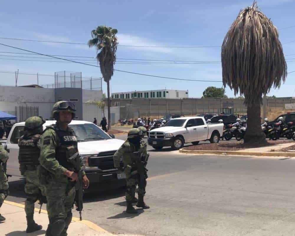 Confirman 7 muertos y 9 heridos tras enfrentamiento dentro del PENAL de PUENTE GRANDE en Jalisco