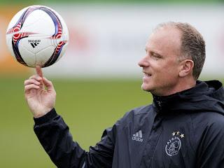 Arteta set to add Arsenal legend Bergkamp to his Coaching team