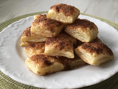 Francuskie ciastka z cukrem trzcinowym i cynamonem