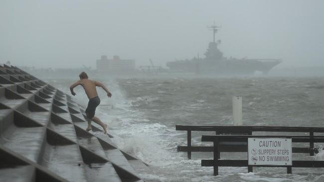 Badai Hanna Terjang Texas