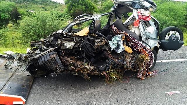 BR 116: Três pessoas ocupantes de Fiat/Idea morrem em colisão; criança de 4 anos sobrevive