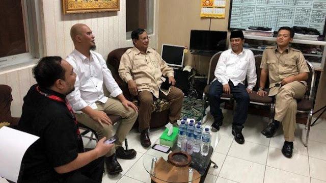Besuk Dhani di Penjara, Prabowo: Ini Dendam Politik