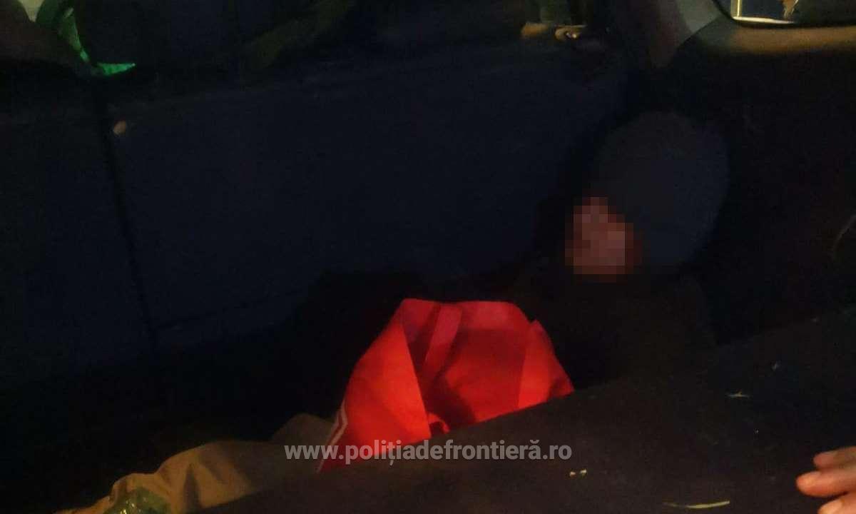 Cetățean străin ascuns în portbagaj, depistat la P.T.F. Calafat