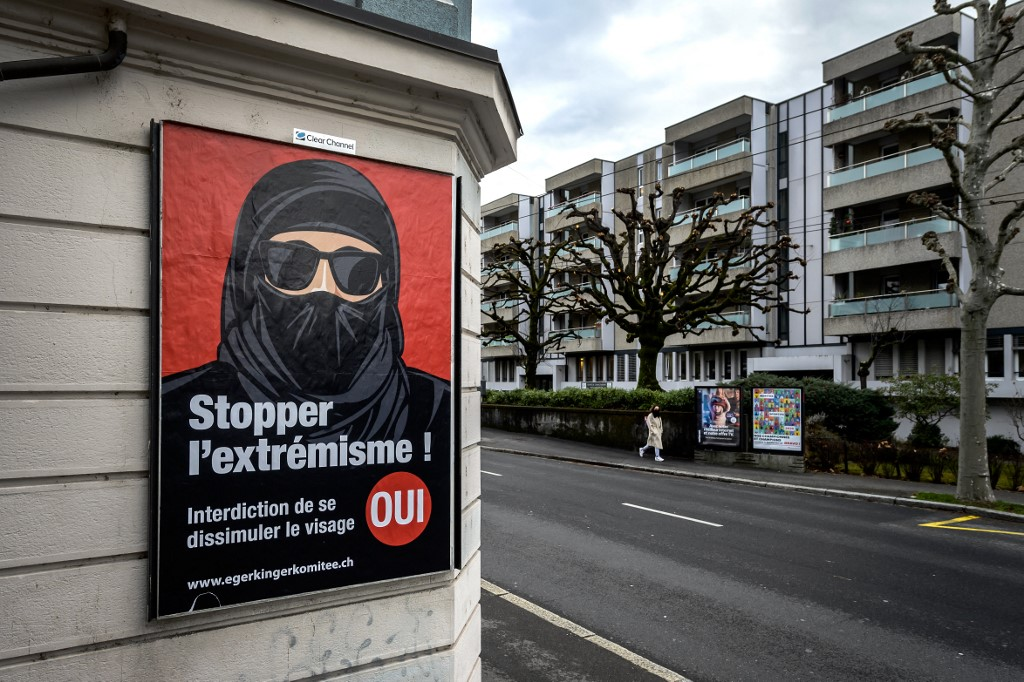Preparing to ban the burqa in Switzerland - 51% of people voted in favor of banning the burqa