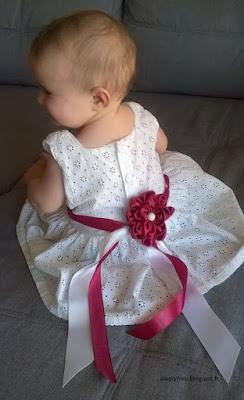 robe bapteme fille satin blanc et bordeaux