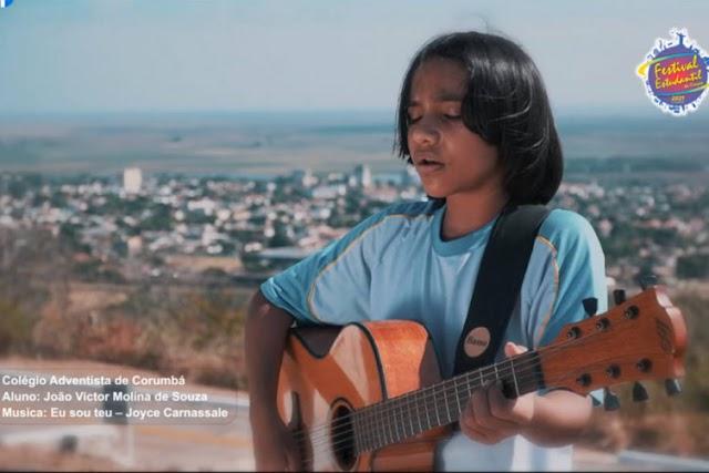 João Victor Molina vence edição 2021 do Festival Estudantil da Canção