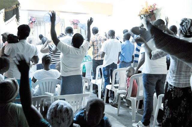 """Joven acusado de abuso sexual contra niño en Azua,  """"se hace pasar como cristiano para refugiarse en iglesia"""""""