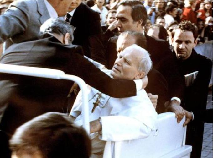 Attentato a Giovanni Paolo II: un mistero lungo 40 anni