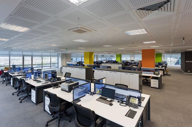 Màu sắc văn phòng tạo điểm nhấn bằng cách tô màu cột trụ khác nhau