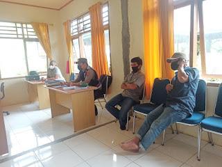 Sambang Kunjung Ke Kantor Desa, Bhabinkamtibmas Jalin Silaturahmi Dan Sampaikan Himbauan