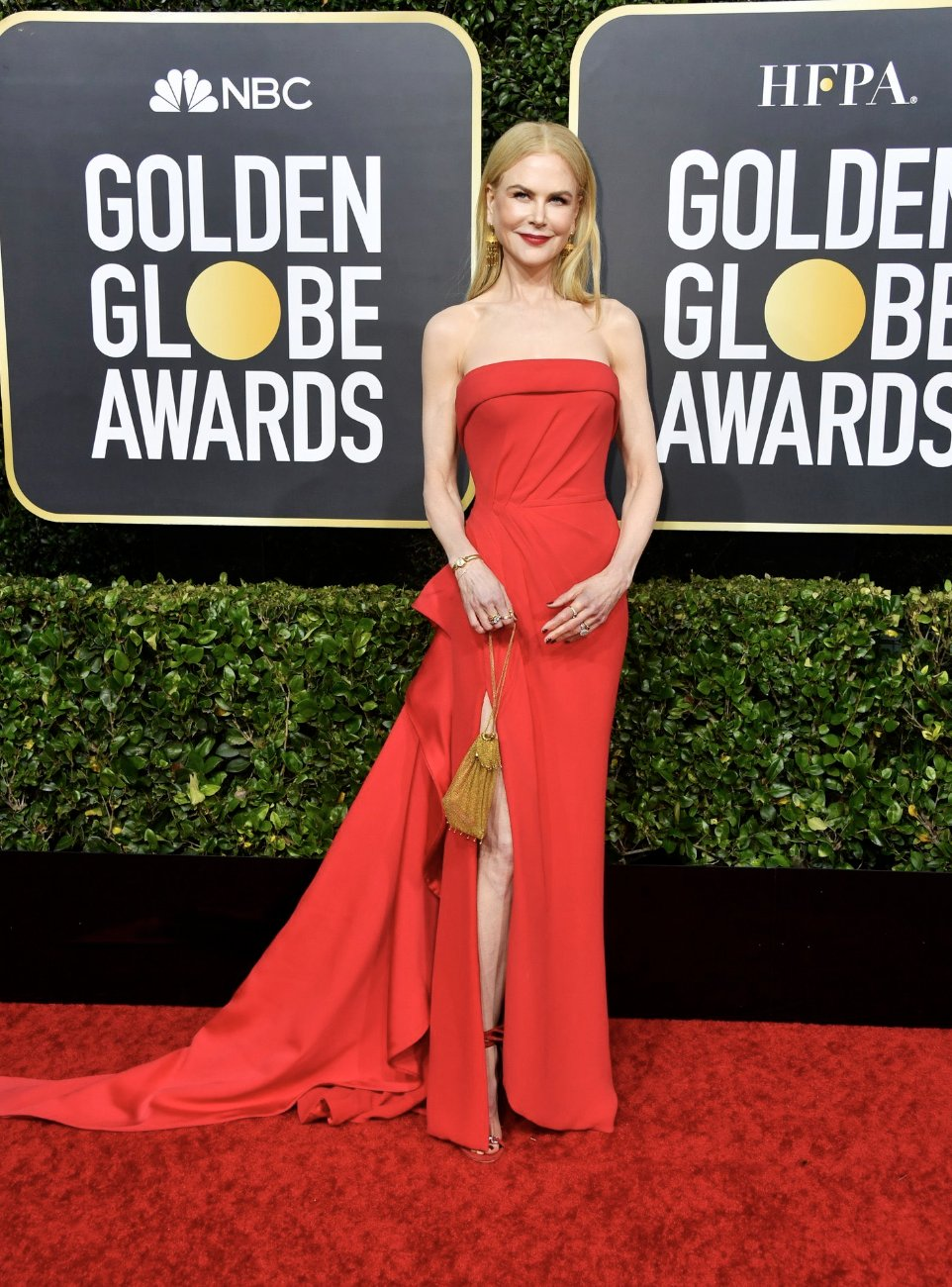 Nicole Kidman is red hot in Atelier Versace at the 2020 Golden Globe Awards