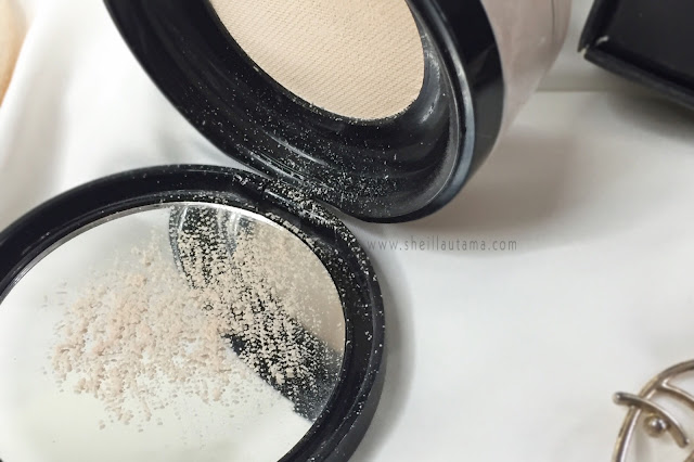 Texture The Holy Smooth & Blur Loose Powder