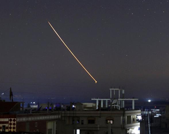 هروب عروسين إسرائيليين وضيوفهما بعد مشاهدتهم صاروخا سوريًا (فيديو)