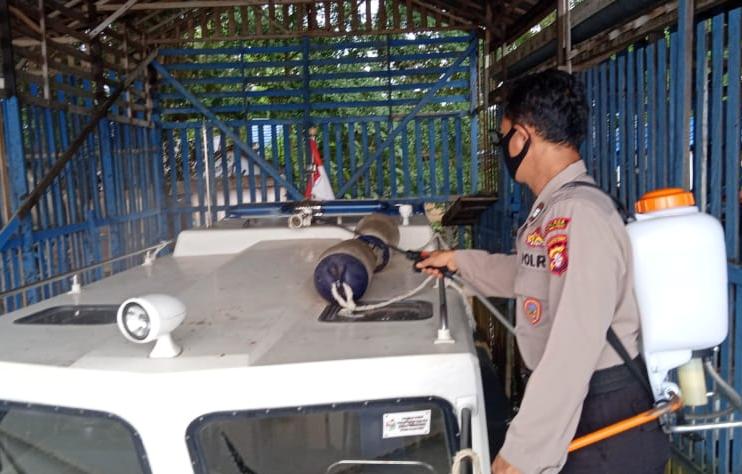 Aktifitas Rutin, Sat Polairud Polres Pulpis Bersihkan dan Semprot Desinfektan di Mako