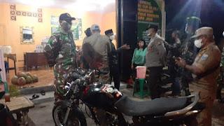 Patroli PPKM Darurat Ajak Warga Leces Patuh Prokes