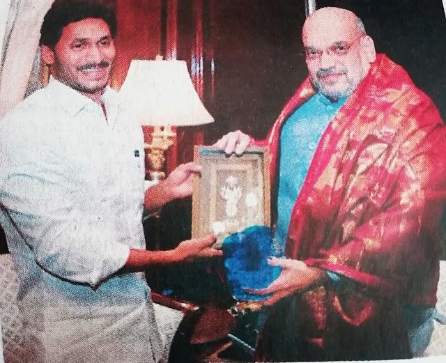 Politics news : jagan briefs Amit Shah on need for SCS