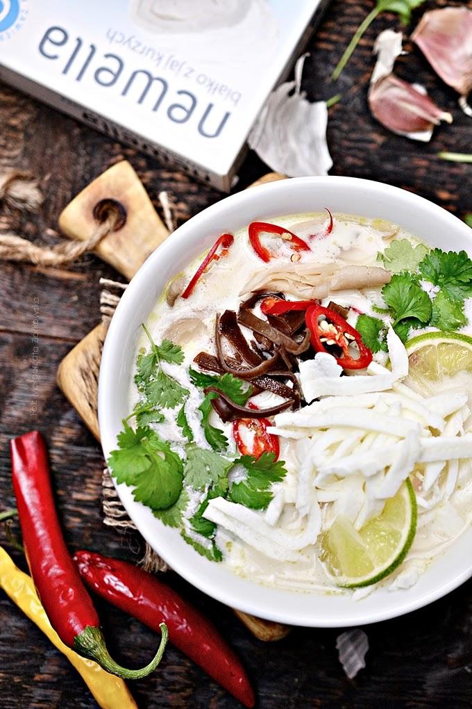 Kokosowa zupa tajska z trawą cytrynową, kaffirem i makaronem z Newelli
