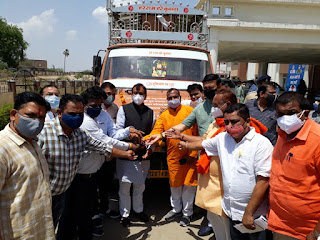 भाजपा नेता एव समाजसेवी भदू भाई पचाया ने दान स्वरूप शव वाहन प्रदान किया