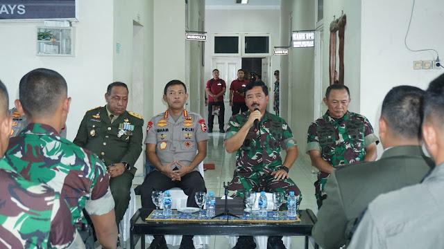 Panglima TNI dan Kapolri Melepas Jenazah Korban Heli Mi-17