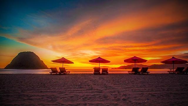 Pesona Wisata Pantai Pulau Merah di Banyuwangi
