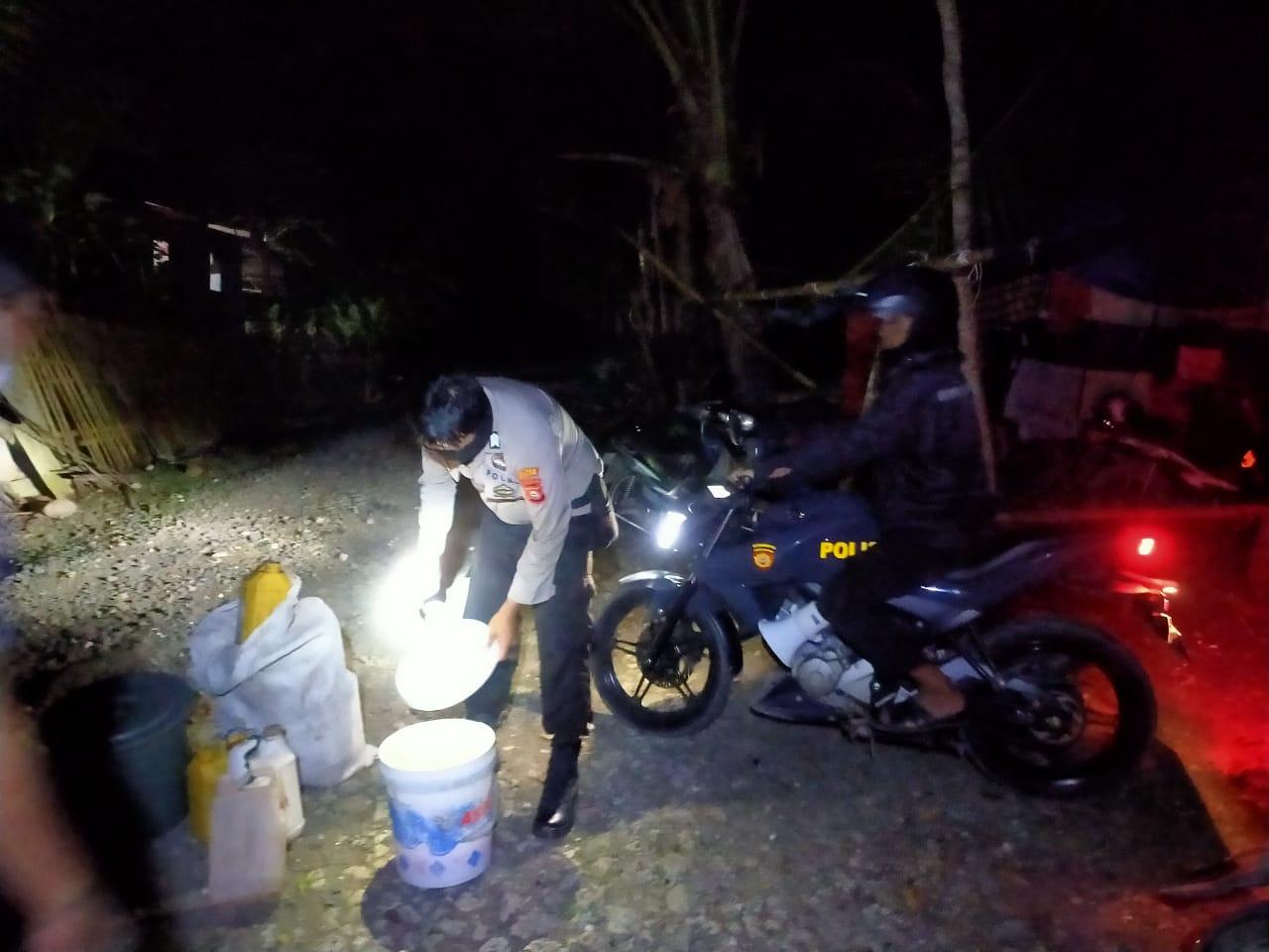 Ratusan Liter Ballo Diamankan Polisi, Dua Orang Penjualnya Digelandang Ke Polsek Benteng