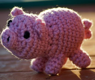 http://mattylue.files.wordpress.com/2011/02/mabel-the-pig-pattern.pdf