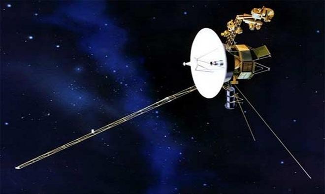 Hai tàu vũ trụ Voyager 1 và 2 của NASA được phóng lên vũ trụ năm 1977 để khảo sát sao Mộc, sao Thổ, sao Thiên Vương, sao Hải Vương