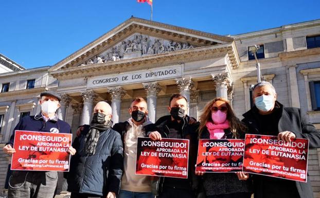 El Congreso aprueba el derecho a la eutanasia por 202 votos a favor frente a 141 en contra