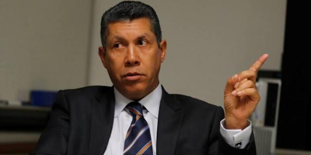 """¡Hasta por la partida de nacimiento le dieron a Falcón! Twitteros le respondieron por querer """"arrimársele"""" a Lorenzo Mendoza"""