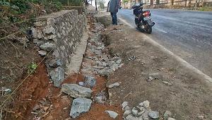25 Milyar Proyek Jl. Simpang Tarogong - Saketi Terkesan Dikerjakan Asal Jadi
