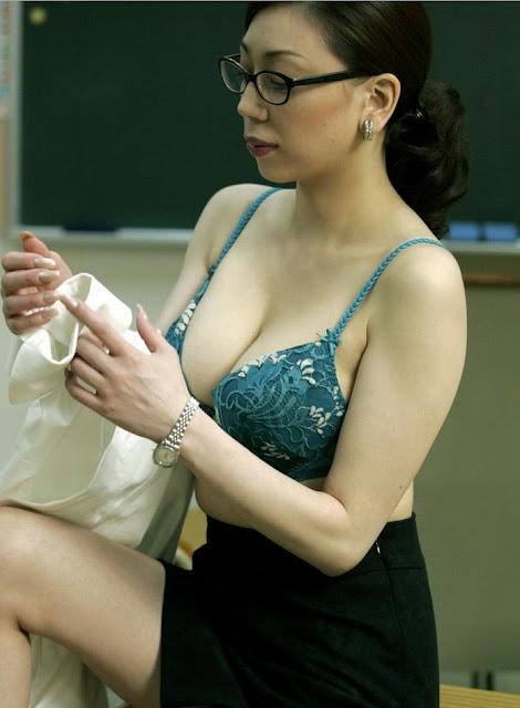 Birahi Seorang Guru Perawan
