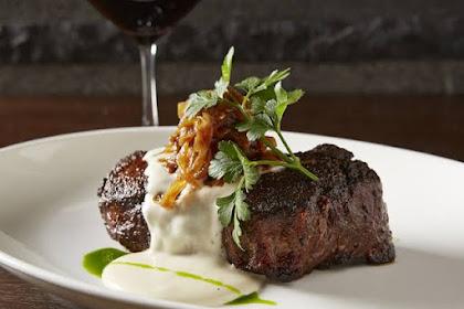 Bobby's Steak & Cafe : Temukan Hal Baru Menyantap Steak di Atas Stone Grill