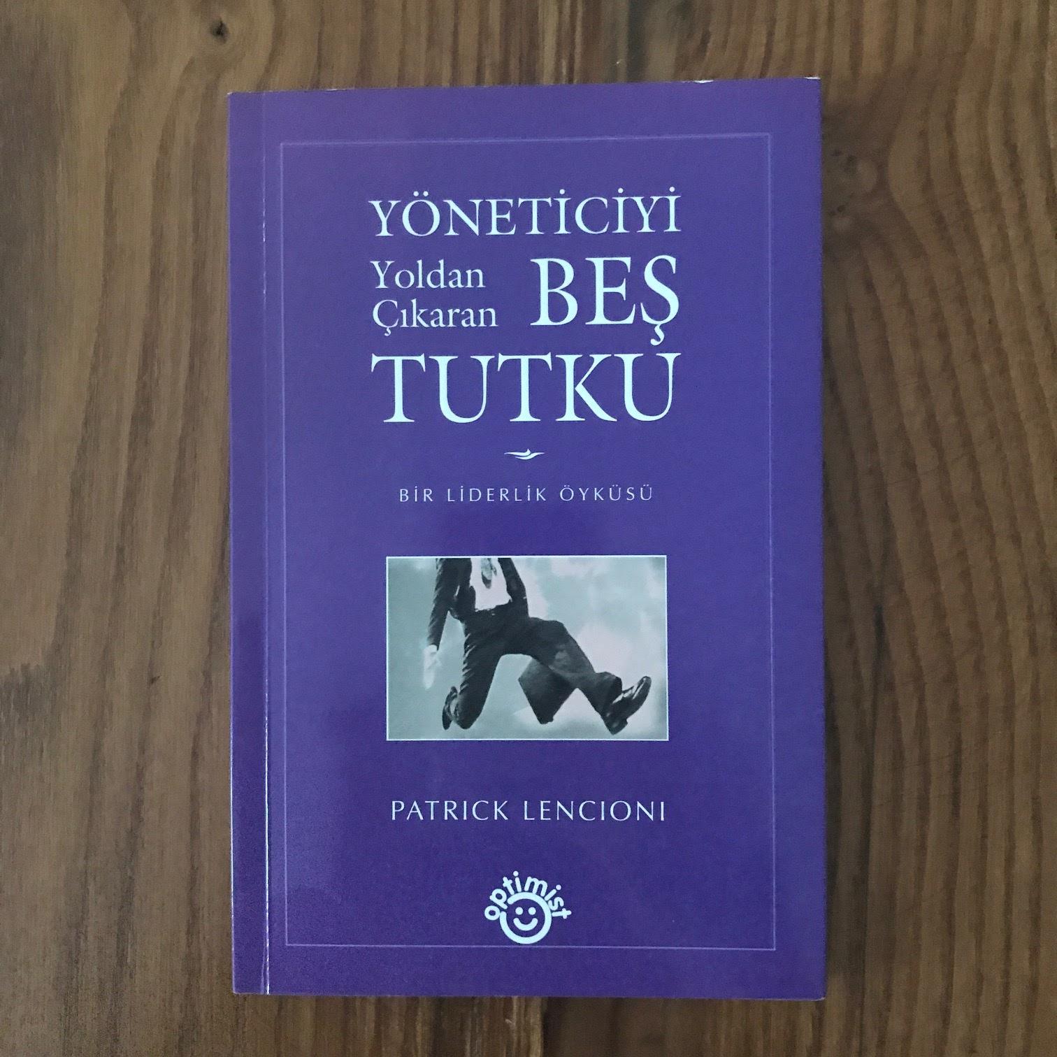 Yoneticiyi Yoldan Cikaran Bes Tutku - Bir Liderlik Oykusu (Kitap)