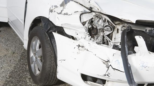 Két autó rohant egymásba Baranyában: egy ember a helyszínen meghalt, többen megsérültek