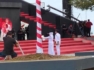 Danny Pomanto Melaksanakan Upacara Peringatan HUT RI Ke-76 Di Anjungan Pantai Losari