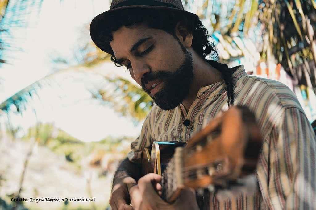 O sucesso e o ritmo da música Quem-Te, canção do álbum VibraMundo, foram os principais motivos para o cantor e compositor Paulinho Araújo lançá-la também no formato videoclipe.