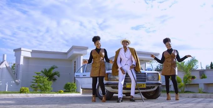 VIDEO |  Jolly Twins ft Goodluck Gozbert – Baba eeeh | Download New song
