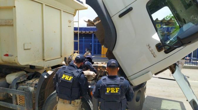 PRF flagra um mais caminhão adulterado utilizando numeração de chassi do Exército Brasileiro