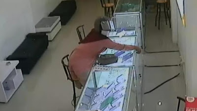Terekam CCTV, Perempuan Bumil Nungging hingga Berbuat Terlarang