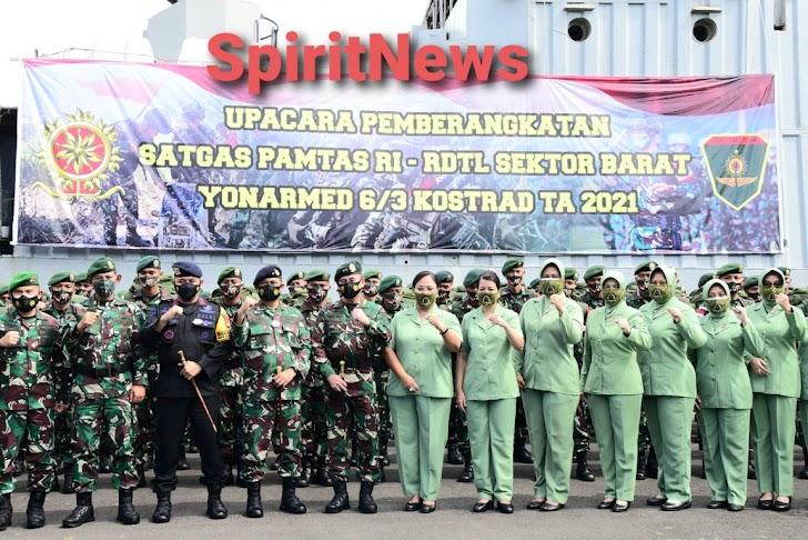 Kapal Perang KRI Teluk Manado – 537 Dukung Pemberangkatan Satgas Pamtas RI-RDTL Yonarmed 6/3 Kostrad