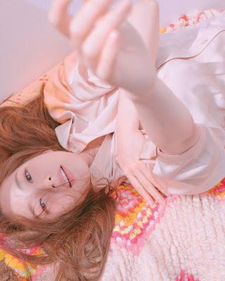 Park Min Young Manis pose tidur seksi di Instagram