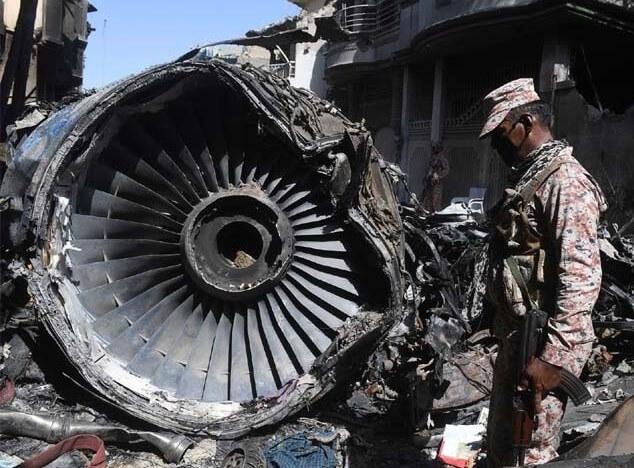 الطائرة الباكستانية المنكوبة في كراتشي