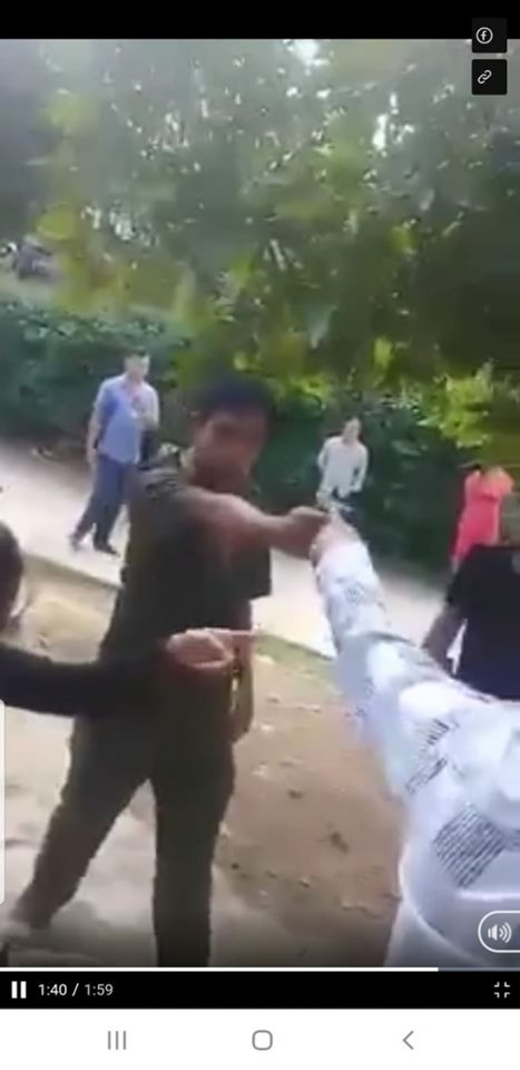 Công an xã cầm súng dọa bắn dân