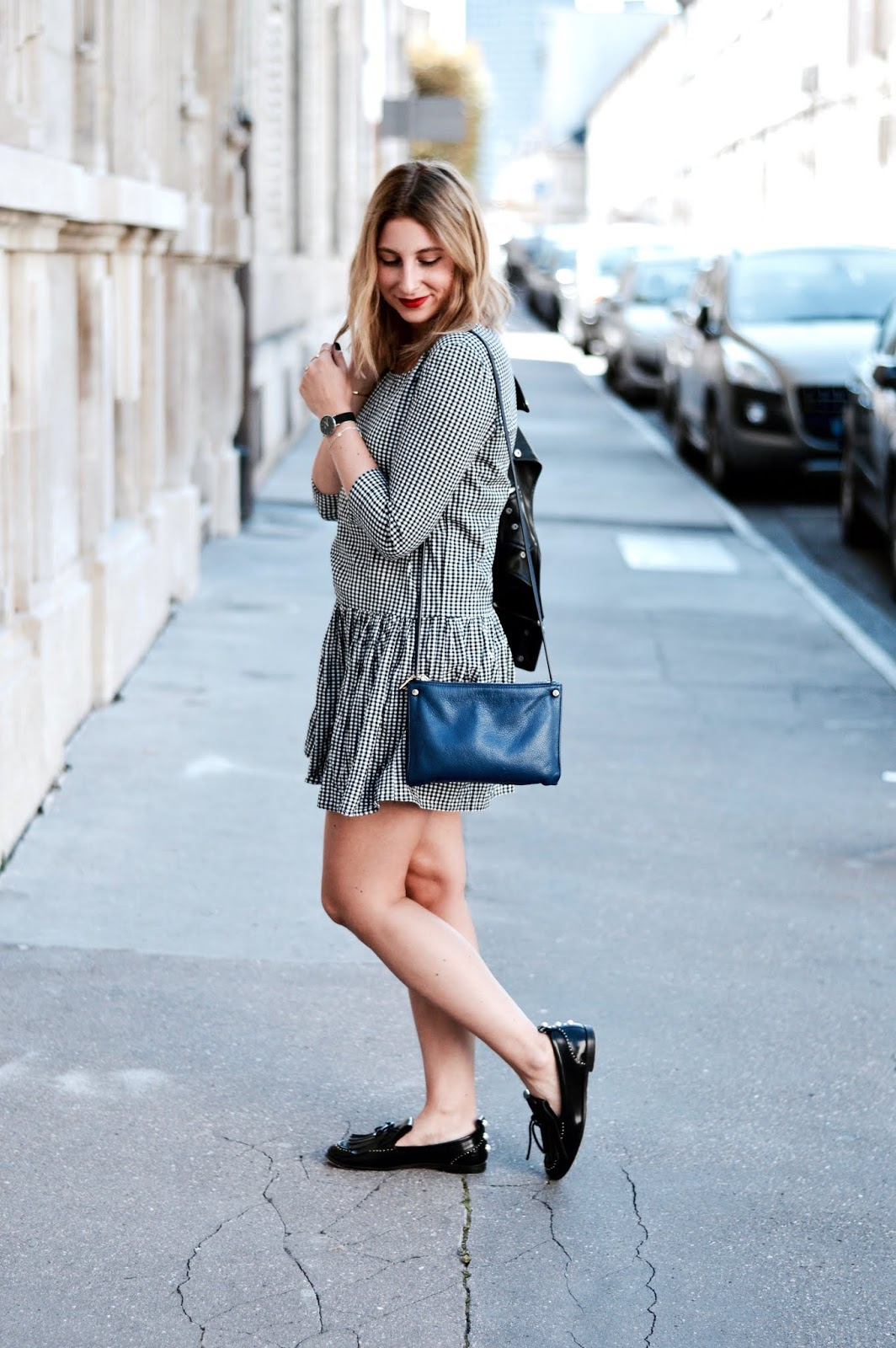 look fin d'été : robe vichy bizzbee et veste en cuir