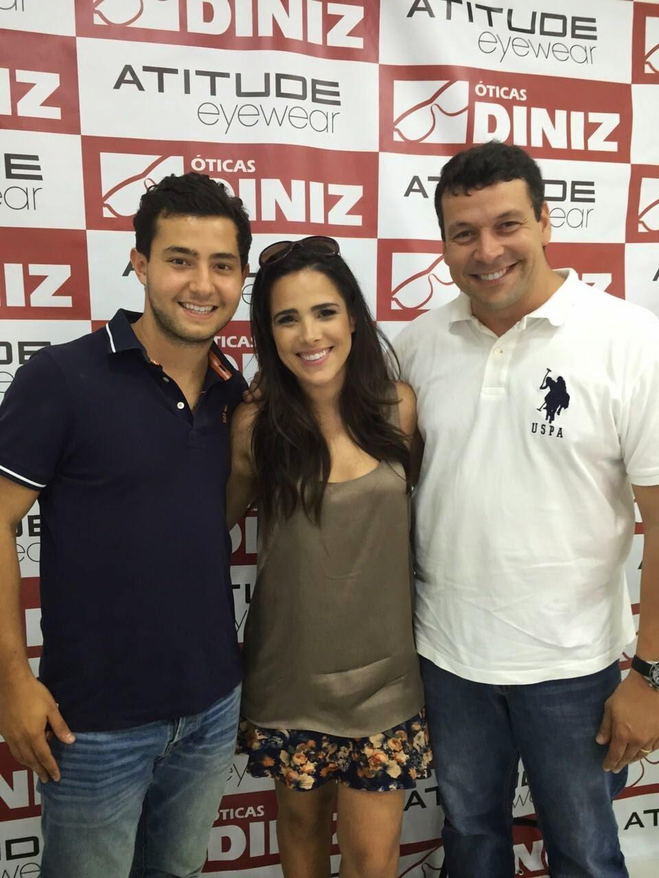 Cantora Wanessa Camargo esteve em Tatuí na inauguração das Óticas Diniz fd57c8ddc4