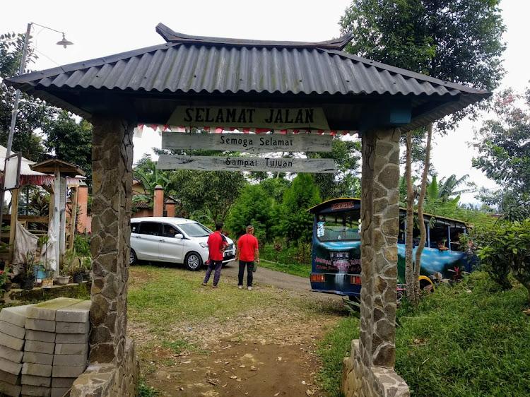 Destinasi Curug Sentral Jadi Tambang Emas Bagi Jumin dan Kawan-kawan di Perkebunan Teh Jayanegara, Kabandungan-Sukabumi.