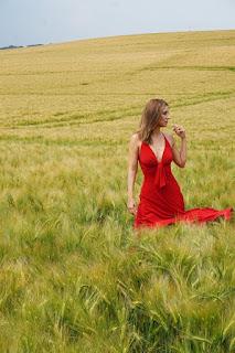 Nadine Kretz - Die Frau im roten Kleid