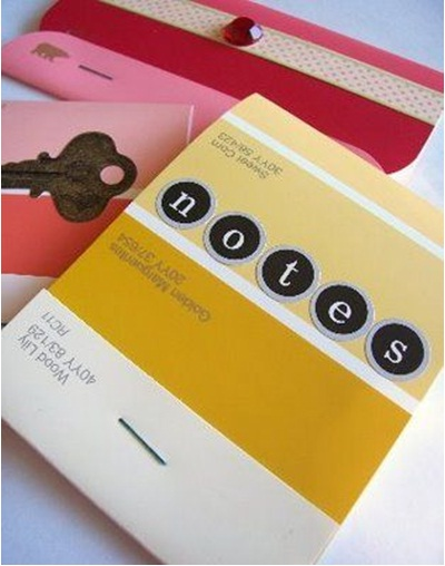 3. Buku catatan dengan sampul kartu warna cat.